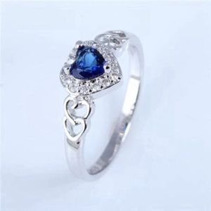 Gorgeous blue heart ring